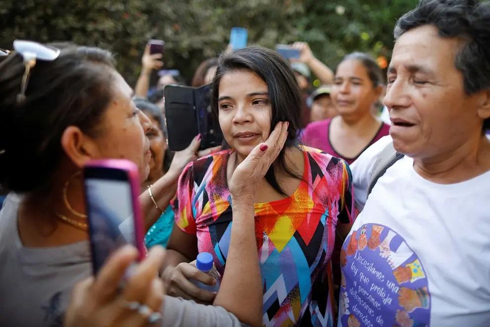 Bebas Tuntutan Penjara Selama 20 Tahun, Wanita Asal El Salvador Menangis Haru