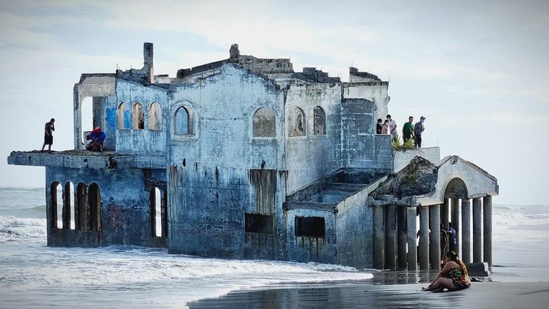 Bangunan Aneh Muncul di Pantai El Salvador
